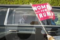 NEWS - Ex-Präsident Trump unterwegs im Auto in West Palm Beach, Florida,