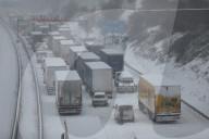 NEWS - Schneechaos in Deutschland: Autobahn 4 bei Dresden dicht