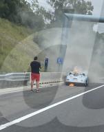 NEWS - Porsche geht auf der Autobahn M4 in Sydney in Flammen auf