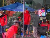 NEWS - Coronavirus: Superbowl-Fans vor dem Stadion in Tampa, Florida