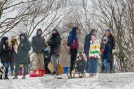 NEWS - Coronavirus:  Rund hundert Menschen versammelten sich trotz COVID-19-Regeln in einem Park im Norden Londons