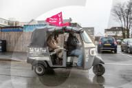 NEWS - Coronavirus: Tuk Tuks transportieren Betagte kostenlos zu ihrem lokalen Impfzentrum in Wales