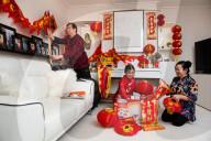 NEWS - Familie bereitet sich auf chinesisches Neujahrsfest zu Hause in Hove, UK, vor