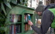 FEATURE - Buchliebhaberin aus Bristol wird wegen ihrer Little Library beschimpft