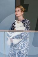 PEOPLE -  Ivanka Trump macht eine Pause auf dem Balkon mit ihrem Hund in Miami Beach