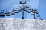 NEWS - Coronavirus: Die Sessellifte stehen im Skigebiet von Let Gets, Frankreich