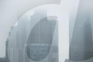 FEATURE - Financial District von London in Nebel gehüllt