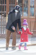 PEOPLE - Bradley Cooper holt seine Tochter Lea von der Schule ab