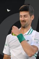 SPORT - Tennis: Eine Motte unterbricht Novak Djokovic während seines Halbfinalspiels in Melbourne