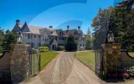 PEOPLE - John Travolta bietet verstecktes Anwesen in Maine für 5 Millionen Dollar an