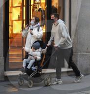 PEOPLE -  Wojciech Szczesny, Torhüter von Juventus, shoppt mit seiner Familie in Mailand