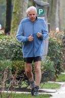 NEWS - Patrick Poivre d'Arvor (PPDA) geht am Morgen nach den Vergewaltigungsvorwürfen in Neuilly joggen