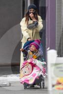 PEOPLE -  Irina Shayk trotzt dem eisigen NYC-Wetter mit ihrem Kind