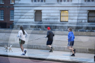 NEWS - Boris Johnson joggt in Westminster, London