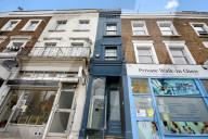 FEATURE -  Londons schmalstes Haus mit nur 1.65m Breite wird für fast 1 Millionen Pfund angeboten