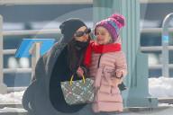 PEOPLE - Irina Shayk und Tochter Lea spazieren gemeinsam am Hudson River  in NYC