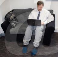 FEATURE - Bequeme Oversize-Bekleidung fürs Home-Office