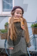 FEATURE - Lernen mit Arabella: 8-jähriges Mädchen schlüpft in historische Kostüme für ihren virtuellen Geschichtsunterricht