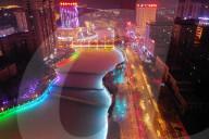 FEATURE - Hell erleuchtete Nachtszenerie in Bole City, Provinz Xinjiang, China