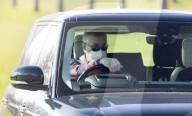 ROYALS - Prinz Andrew unterwegs mit dem Range Rover in Windsor