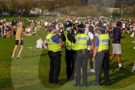 NEWS - Coronavirus: Einen Moment lang die Pandemie vergessen: Briten geniessen die sommerlichen Temperaturen