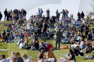 NEWS - Coronavirus: Die Polizei hat am Osterwochenende in einem Park im Norden Londons viel zu tun