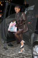 """PEOPLE - Rihanna geht zum Abendessen ins """"Pastis"""" in NYC, um den Geburtstag ihrer Mutter zu feiern"""