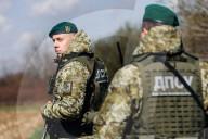 NEWS - Ukrainische Grenzschützer patrouillieren an der Grenze zu Ungarn in der Region Zakarpattia