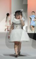 FEATURE - Junge Models präsentieren Kreationen aus der Herbst/Winter-Kollektion von Funny Dream 2021 an Shanghai Fashion Week