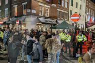 NEWS - Coronavirus: Soho in London voll mit Menschen in der ersten Nacht nach den Lockdown