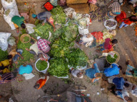 NEWS - Coronavirus: GemÃüsemarkt in Bangladesch vor Beginn des Ramadans und des Lockdowns