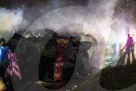 NEWS - Für den bei einer Polizeikontrolle getöteten Daunte Wright: Proteste vor dem Brooklyn Center Police Department