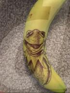 FEATURE - Lockdown-Kunstwerke auf Bananen gemalt