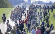 """ROYALS - Beerdigung von Prinz Philip: Royal Artillery auf dem """"Long Walk"""" zu Schloss Windsor"""