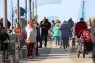 NEWS - Coronavirus: Nach Corona-Lockerungen reger Betrieb an der Ostsee