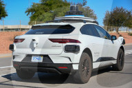 NEWS - Ein selbstfahrendes Waymo-Fahrzeug (Google-Projekt) auf der Strasse in Phoenix, Arizona