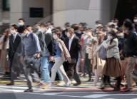 NEWS - Coronavirus: Pendler auf dem Weg zur Arbeit in Tokio