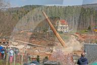 NEWS - Weg damit: In Kirchberg wird ein 63 Meter hoher Schornstein gesprengt