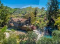 PEOPLE - Billy Bob Thornton kauft sich das Haus und Aufnahmestudio des Musikers Jason Wade in Agoura Hills, CA, für 3 Millionen Dollar
