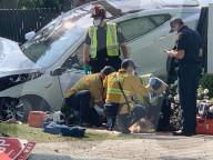 NEWS -  Ein Autounfall mit einem Tesla fordert zwei Verletzte in Beverly Hills