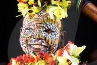FEATURE - Stammesangehörige  der Suri in Äthiopien zeigen ihre farbenfrohen bemalten Gesichter und Kopfschmuck aus Blumen