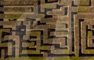 FEATURE - Schottlands grösstes Heckenlabyrinth: Der 1981 angelegte Traquair Maze Irrgarten in den Scottish Borders feiert seinen 40. Geburtstag