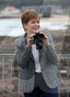 NEWS - First Minister Schottlands, Nicola Sturgeon, besucht das Scottish Seabird Centre