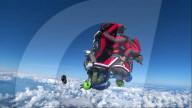 FEATURE - Acht-Wege-Kanonenkugel-Formation mit davonfliegendem Schuh: Skydiver zeigen kuriosen Sprung
