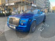 FEATURE - Geschmackssache: Rolls Royce mit glänzender Metallic-Lackierung in London