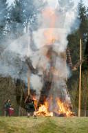 FEATURE - Druiden führen die traditionelle Verbrennung des berühmten Wickerman durch