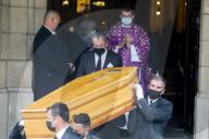 PEOPLE - Beerdigung von Yves Rénier in der Kirche Saint-Pierre in Neuilly-sur-Seine