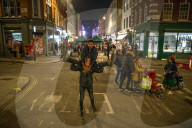 NEWS - Coronavirus: Ausgelassene Partygänger sonntagnacht in Soho, London