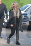 PEOPLE -  Avril Lavigne verlässt das Nobu mit einem grossen Lachen