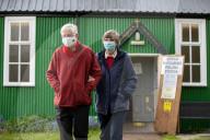NEWS - Der walisische Ministerpräsident Mark Drakeford bei der Stimmabgabe in Cardiff